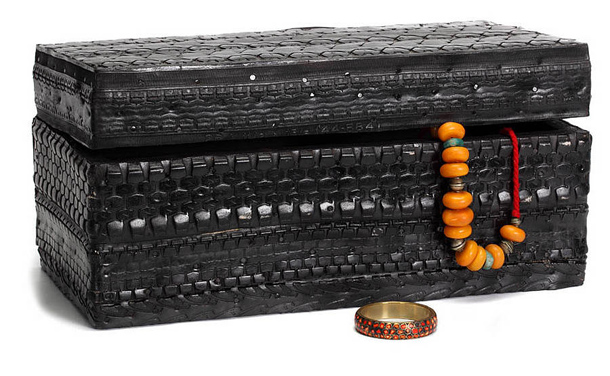 recycled-tire-chest
