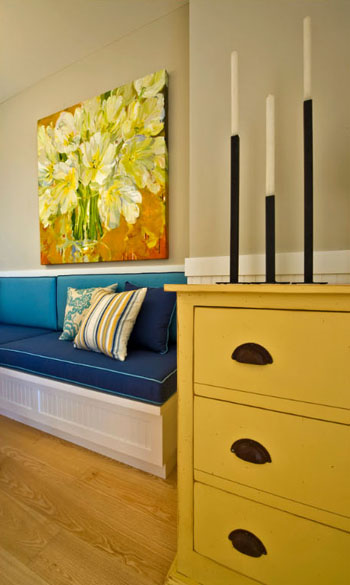 beach house eating area, honey yellow console, blue upholstered booth seat