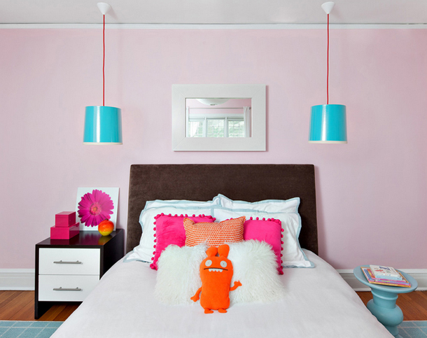 pale pink bedroom, hot pink accent pillows, turquoise pendant lights
