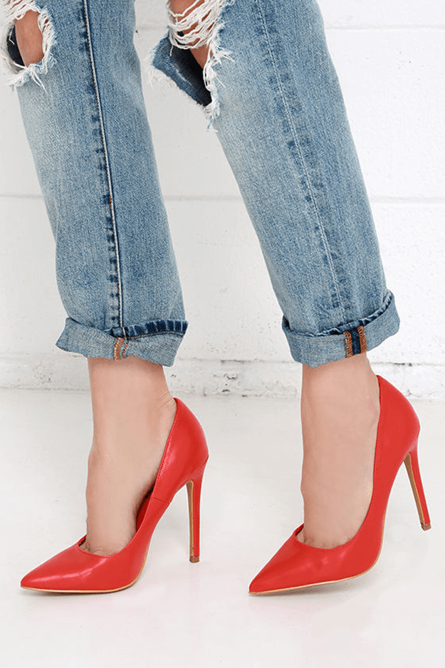 boyfriend jeans with bright red pumps
