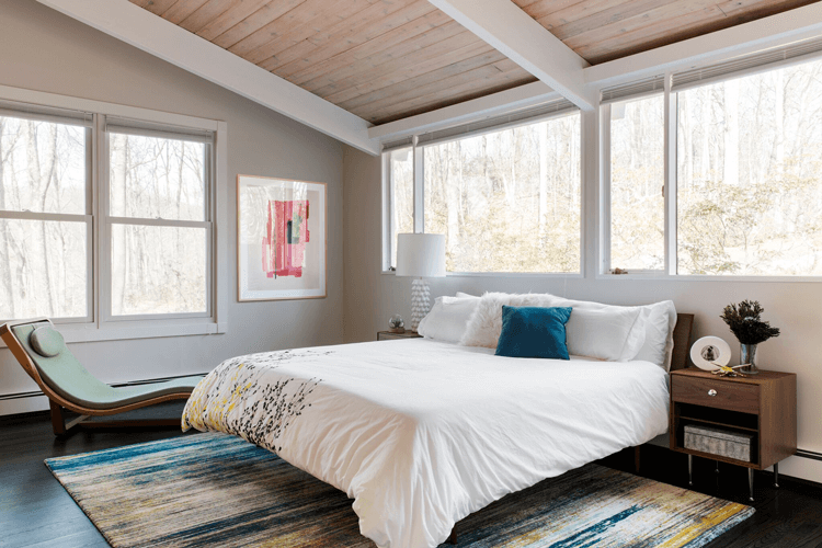 mid century modern, bedroom, teal, chartreuse, wood ceiling, wood paneled ceiling, taupe walls, teal pillow